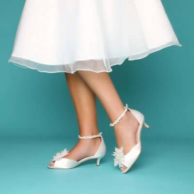 amber keshi pearl bridal shoes with kiwi clips