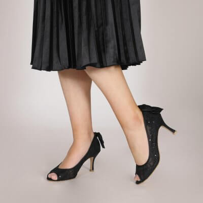 beau black bow back lace peep toe court